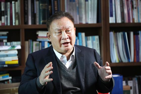 이상민 더불어민주당 의원이 지난해 11월 30일 서울 여의도 국회 의원회관에서 현안 관련 발언을 하고 있다. 오종택 기자
