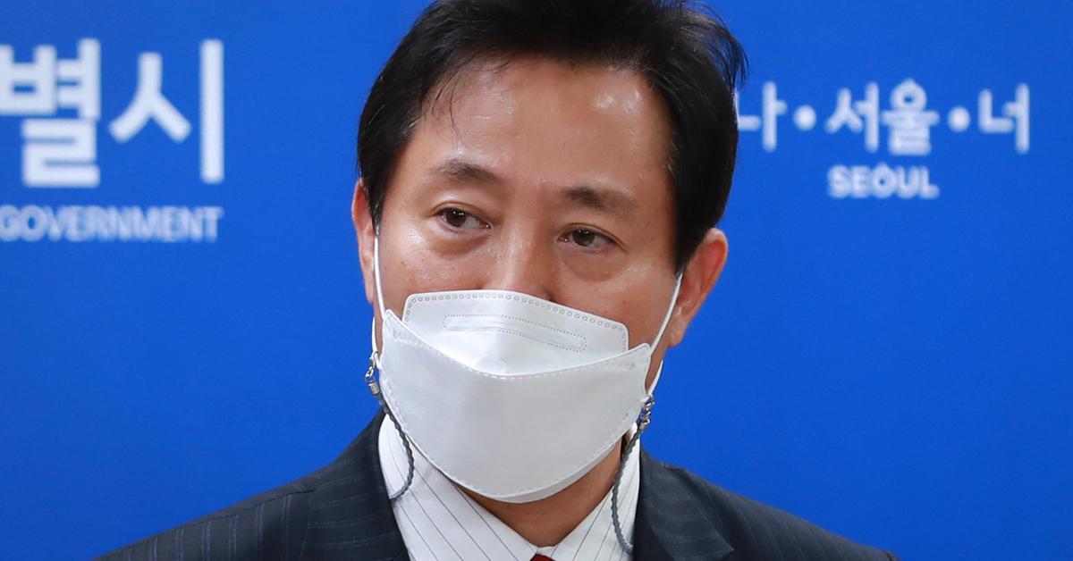 오세훈 서울시장이 13일 서울시청에서 국무회의 관련 브리핑을 하고 있다. 뉴스1