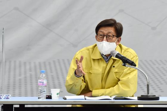 15일 비상경제대책회의에서 발언하는 박형준 부산시장. [사진 부산시]