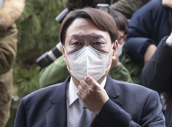 윤석열 검찰총장이 지난 2월 4일 오후 서울 서초동 대검찰청으로 들어가기 전 입장을 밝히고있다. 임현동 기자