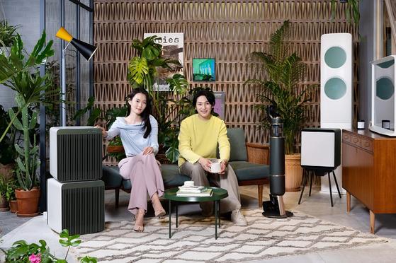 모델들이 삼성디지털프라자 강남본점에서 비스포크 홈 신제품을 소개하고 있다. 삼성전자 제공