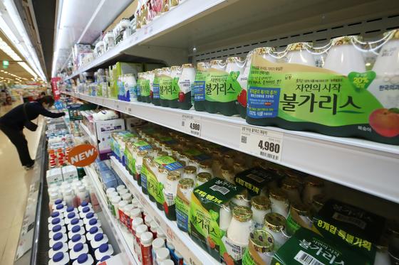 지난 14일 서울 시내 한 대형마트에 판매 중인 남양유업 불가리스. 연합뉴스