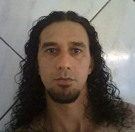 브라질에서 아내를 살해하고 도주한 혐의를 받는 용의자 자디르 소우자 다 시우바의 모습. 페이스북 캡처