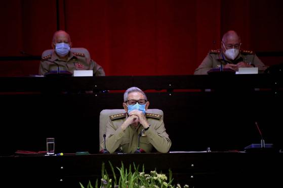 16일 쿠바의 수도 아바나에서 열린 제8차 공산당 전당대회에 참석한 라울 카스트로 총서기. 그는 이날 사임을 공식 발표했다. AP=연합뉴스