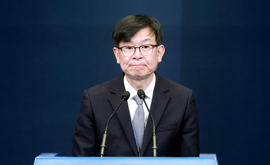 김상조 전 청와대 정책실장이 지난달 29일 청와대 춘추관에서 열린 브리핑에서 퇴임 인사를 하고 있다. 연합뉴스