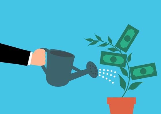 세액공제 혜택을 누리며 퇴직연금 적립금 운용을 할 경우 상당한 수익창출이 가능하다. 분명히 기억해야 할 것은 수익률에서 세금이 이연돼 복리투자효과도 나타난다는 점이다. [사진 pxhere]