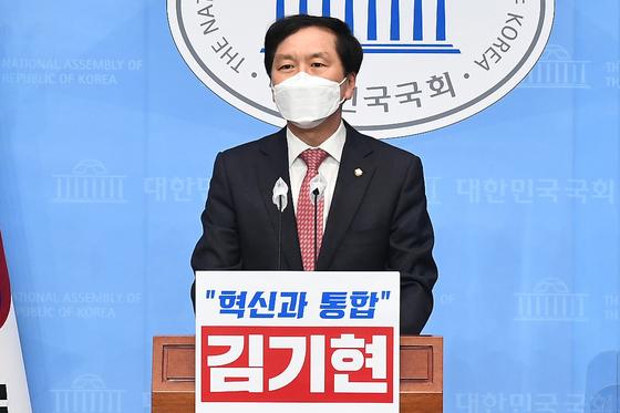 국민의힘 김기현 의원이 18일 서울 국회 소통관에서 '원내대표 후보 출마' 기자회견을 하고 있다. 2021.4.18 오종택 기자