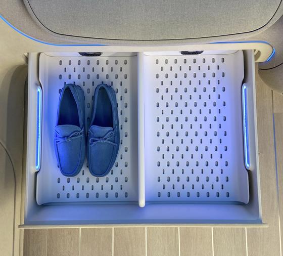 LG전자가 2020년 현대자동차와 함께 공개한 차량용 신발관리 솔루션. LG전자 제공