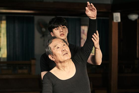 드라마 '나빌레라'에서 사제지간으로 호흡을 맞춘 이채록 역의 송강과 심덕출 역의 박인환. [사진 tvN]