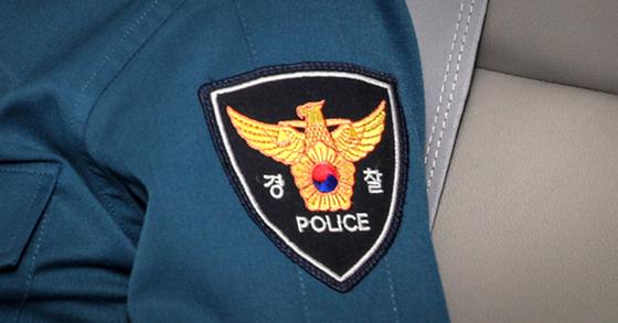 경찰관이 마스크를 착용하라는 택시기사를 폭행한 사건이 발생해 경찰이 수사에 나섰다. 연합뉴스