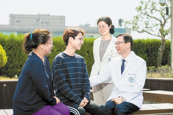 [건강한 가족] 혈액 암 환자에게 희망을 전파하는 의료 · 지원 인력 '원팀'