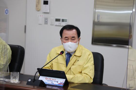 김지철 충남교육감이 19일 주간업무회의에서 발언하고 있다. 사진 충남교육청
