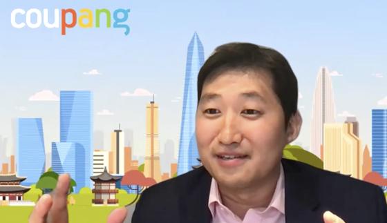 김범석 쿠팡 이사회 의장이 지난 3월 뉴욕 증권거래소 상장 이후 한국 특파원들과 화상 기자간담회의를 하고 있다. [중앙포토]