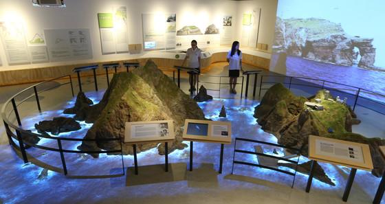 현재 서울 서대문구 미근동에 위치한 독도체험관. 사진은 2012년 문을 열 당시의 모습이다. 중앙포토