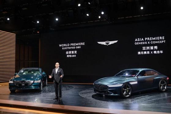 """마커스 헨네 제네시스 중국법인장은 19일 """"중국에서 G80 전기차 모델(사진 왼쪽)을 세계 최초로 공개하는 건 중국 시장에 대한 제네시스 브랜드의 의지""""라고 말했다. [사진 제네시스 유튜브 계정 캡처]"""