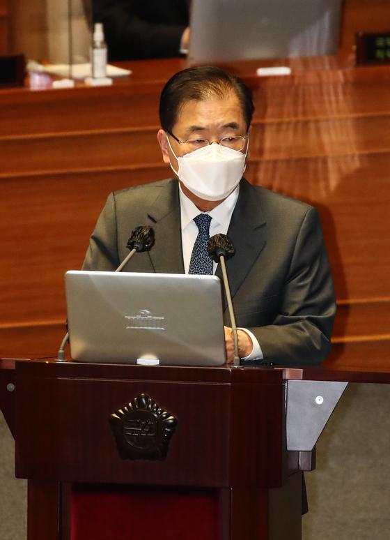 정의용 외교부장관이 19일 국회 본회의장에서 열린 정치·외교·통일·안보 분야 대정부질문에서 의원들의 질문에 답변하고 있다. 오종택 기자