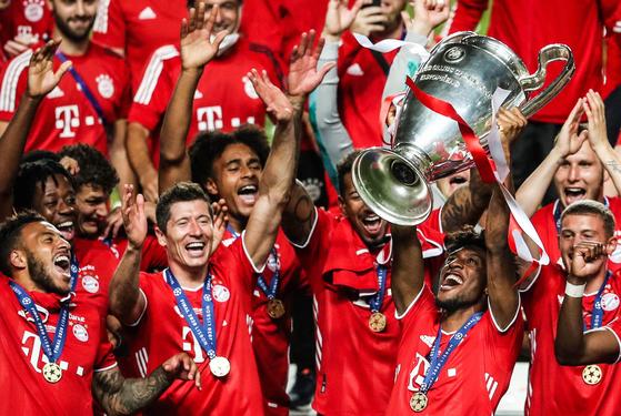 유럽축구연맹(UEFA) 주도의 기존 유럽축구 생태계를 뒤흔들 '유러피언 수퍼리그'가 전격 출범한다. 사진은 UEFA가 운영하는 챔피언스리그에서 지난 시즌 우승한 바이에른 뮌헨. [EPA=연합뉴스]