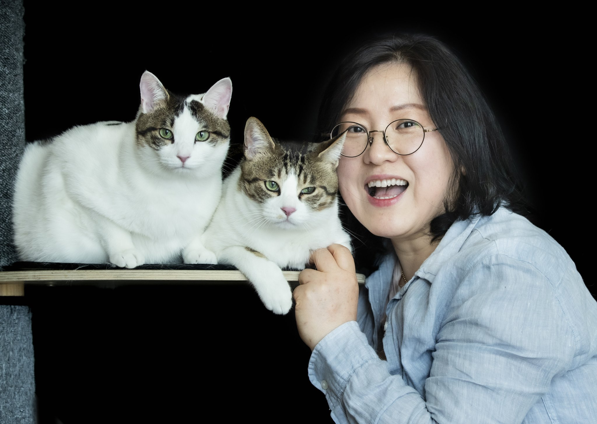 화니와 밤비와 나란히 포즈를 취한 박전애 씨는 이 사진 촬영 후 ″기적이 이루어졌다″고 말했습니다. 권혁재 사진전문기자