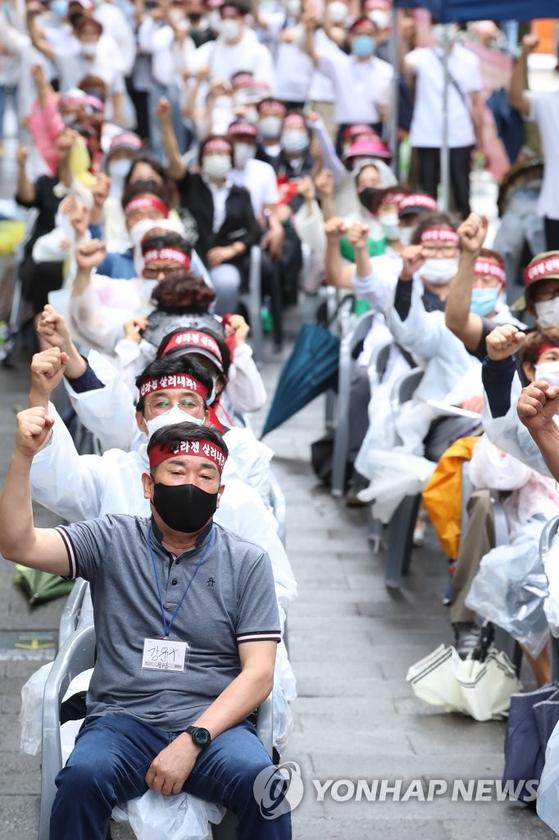 신라젠 소액주주들이 지난해 청와대 앞에서 주식 재개를 위한 집회를 하고 있다. 연합뉴스 제공
