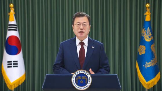문재인 대통령이 20일 2021년 보아오포럼 연차총회 개막식에 영상 메시지로 참석하고 있다. 청와대사진기자단
