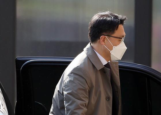 21일 오전 김진욱 고위공직자범죄수사처 처장이 출근하고 있다. 뉴스1