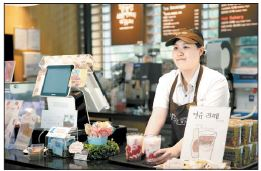 SPC그룹은 지난 2012년부터 장애인 직원이 운영하는 '행복한 베이커리&카페'를 출범해 운영하고 있다. 현재 7개 매장에서 26명의 장애인 바리스타가 일하고 있다. [사진 SPC그룹]