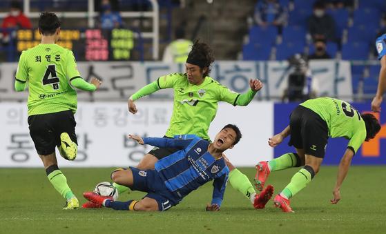 전북과 울산의 시즌 첫 현대가 더비는 득점없이 무승부로 끝났다. [연합뉴스]
