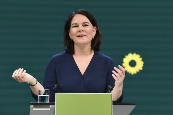 독일 녹색당의 안나레나 베어보크 공동대표가 지난 19일 녹색당 총리 후보 선출을 위한 온라인 행사에서 연설을 하고 있다. [AP=연합뉴스]
