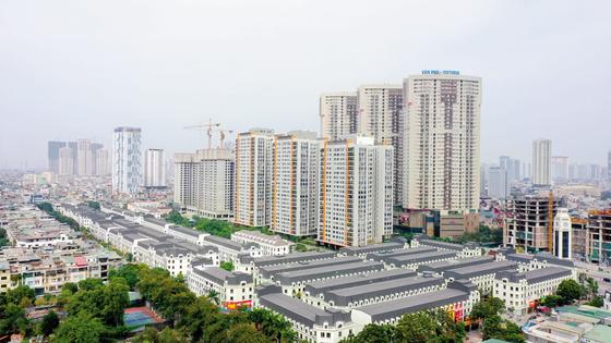 국내 디벨로퍼인 하이브랜드가 베트남 하노이 반푸신도시에 공급 중인 라카스타 현장 사진. 시세차익을 기대하거나 에어비앤비 등을 이용한 월세수익을 올리려는 투자자들이 몰리면서 이미 절반 이상이 분양됐다.