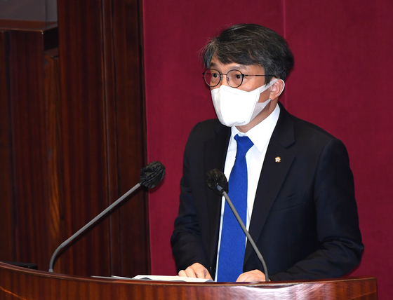 김의겸 열린민주당 의원이 19일 오후 서울 여의도 국회 본회의장에서 열린 제386회(임시회) 제1차 본회의에서 의원 선서 후 인사말을 하고 있다. 오종택 기자