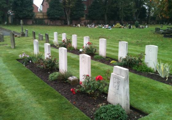 영연방 전쟁 묘지 위원회는 조사결과 흑인과 아시아계 병사들이 영국을 위해 싸우다 전사했음에도 인종차별 때문에 묘비조차 갖지 못했다고 밝혔다. [트위터]