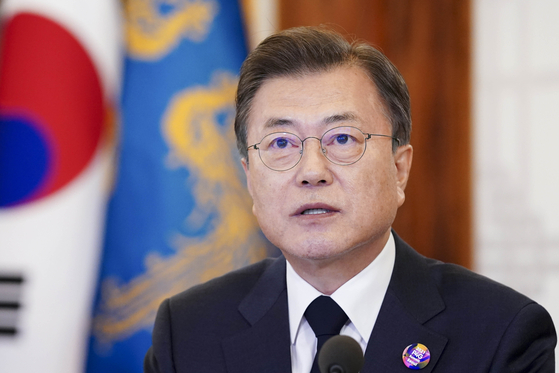 문재인 대통령이 22일 오후 청와대 상춘재에서 미국이 주최한 화상 기후정상회의에 참석해 '기후목표 증진' 주제의 1세션에서 2050 탄소중립 실현을 위한 기후대응 행동을 주제로 연설하고 있다.