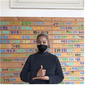 [사진] 제15회 고양-한스타 SBO리그 개막전에서 시구를 맡은 SBO 여자연예인야구단 단장인 가수 인순이씨