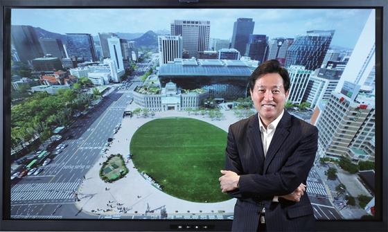 오세훈 서울시장은 10년 전보다 더 엄혹한 환경에서 다시 서울시청에 입성했다. 그는 산적한 과제와 우호적이지 않은 외부 조건에 눌리지 않고, 시민의 지지를 동력 삼아 돌파할 생각이다.