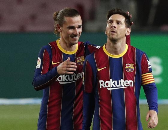 헤타페전에서 득점을 합작한 바르셀로나 공격수 메시(오른쪽)와 그리즈만. [로이터=연합뉴스]