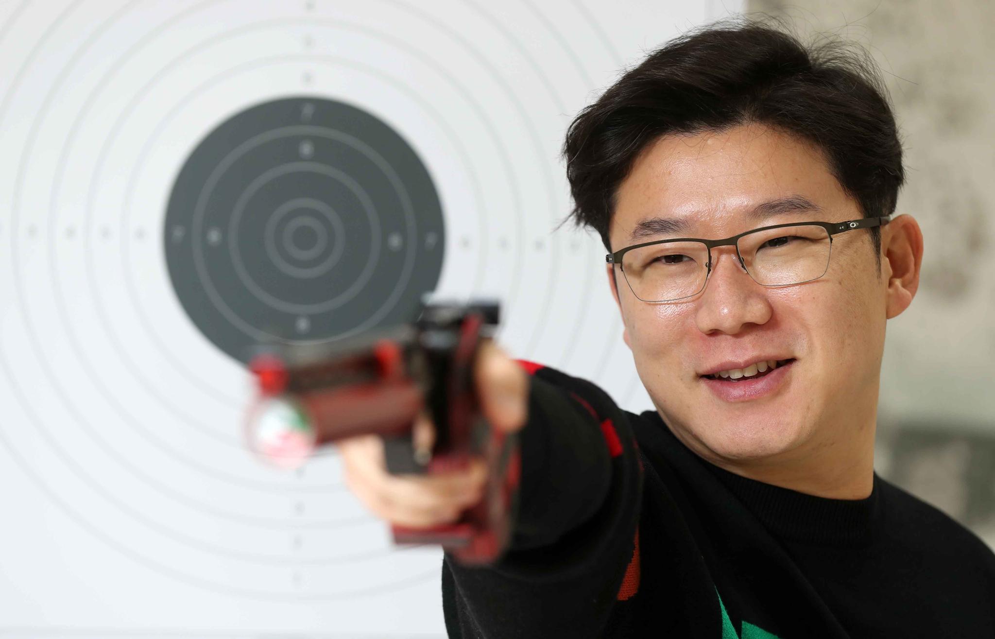 진종오가 극적으로 도쿄 올림픽 출전권을 따냈다. 표적을 겨누고 있는 진종오. 김상선 기자