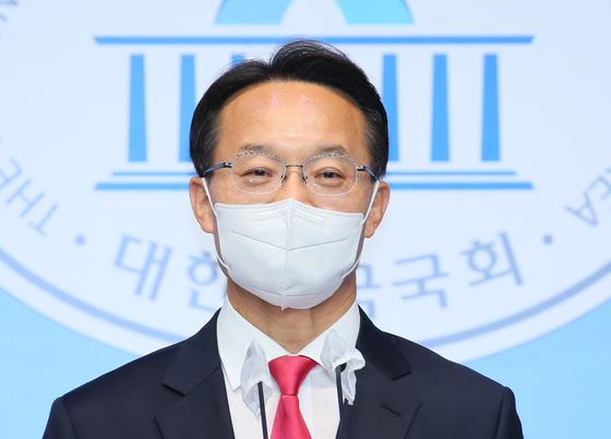 조해진 국민의힘 의원이 23일 서울 여의도 국회 소통관에서 당 대표 선거 출마를 선언하고 있다. 뉴스1