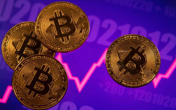 세계적 경제학자 나심 탈레브는 비트코인을 속임수에 빗대며 강하게 비판했다. 비트코인은 최근 급락을 거듭하고 있다. 로이터=연합뉴스