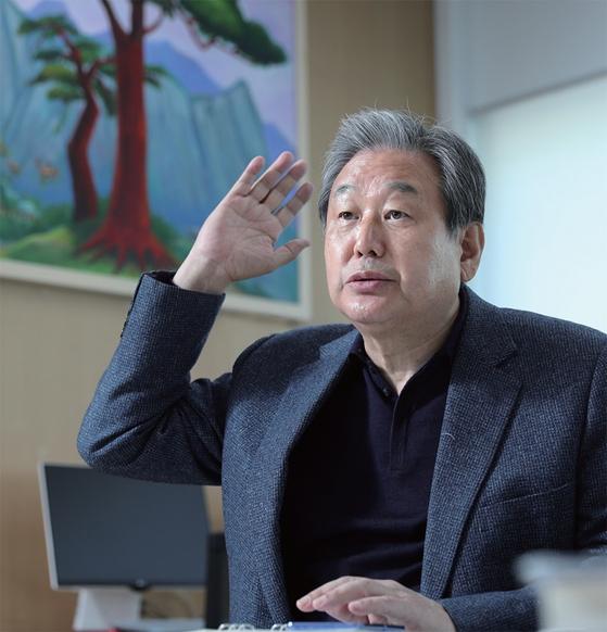 김무성 전 새누리당 대표가 월간중앙과의 인터뷰에서 야권 대통합의 중요성을 역설하고 있다.