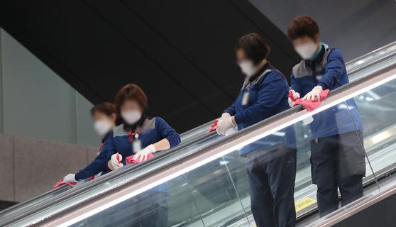 인천국제공항 청소노동자들. 해당 기사와 직접적 연관 없음. 최정동 기자