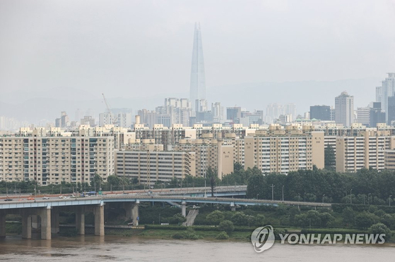 한강변에서 바라본 서울 압구정 현대 아파트 모습. 연합뉴스