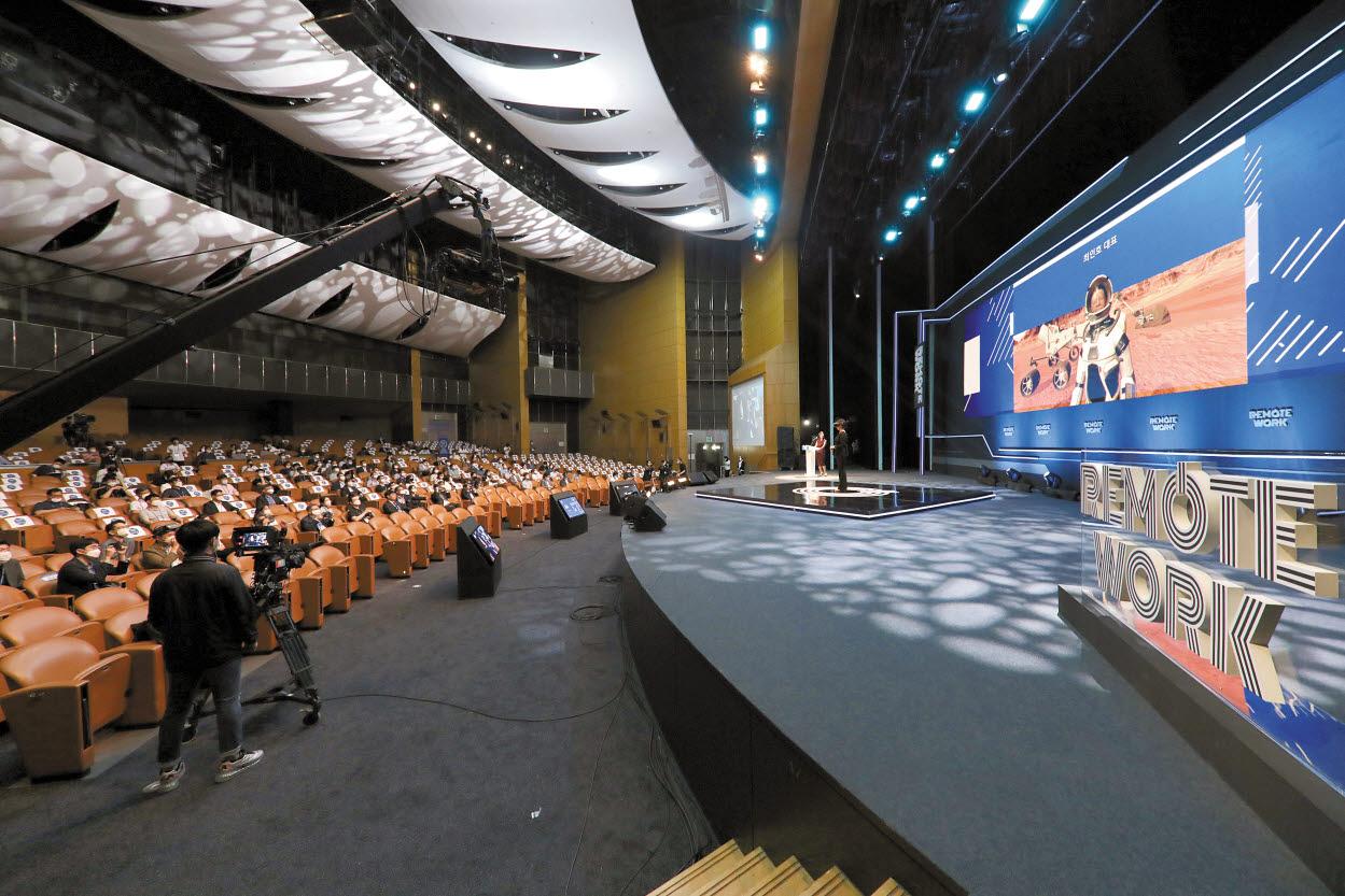 국내 유일의 비대면 솔루션 전문 박람회 행사인 '2021 대한민국 비대면산업 박람회(Ontact Fair 2021)'가 다음 달 6일부터 3일간 서울 코엑스에서 열린다. 사진은 지난해 열린 '일과 사람-리모트워크페어' 행사장 모습. [사진 에코마이스]