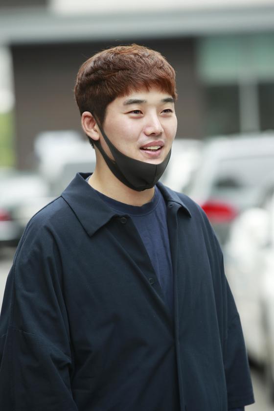 방송인 권혁수가 지난해 6월 29일 KBS 2TV '불후의 명곡' 녹화를 위해 서울 영등포구 여의도 KBS 신관에 들어서고 있다. 뉴스1