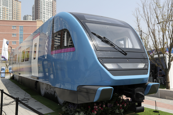파주 운정과 화성 동탄을 잇는 수도권 광역급행철도(GTX)-A 철도차량의 실물모형(Mock-Up).