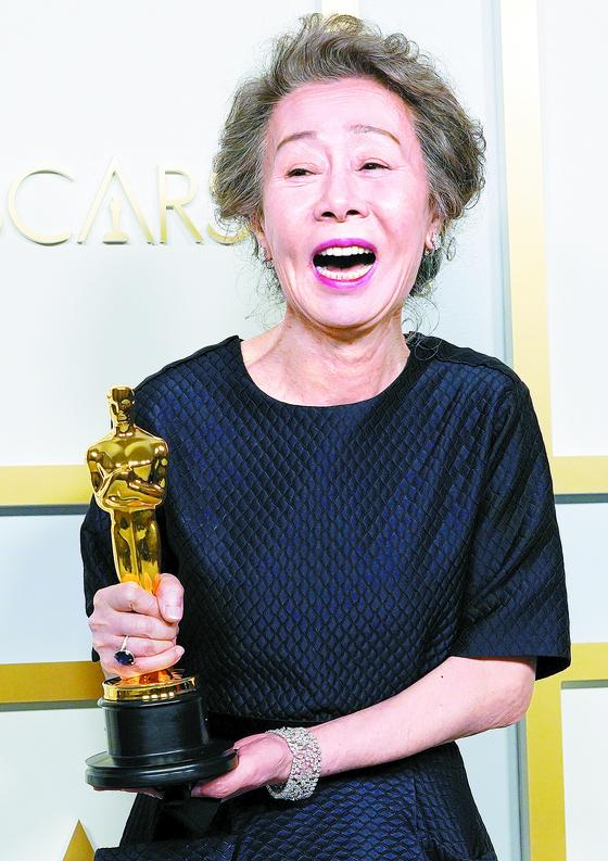 윤여정이 102년 한국 영화 사상 첫 아카데미 연기상의 주인공이 됐다. [로이터=연합뉴스]