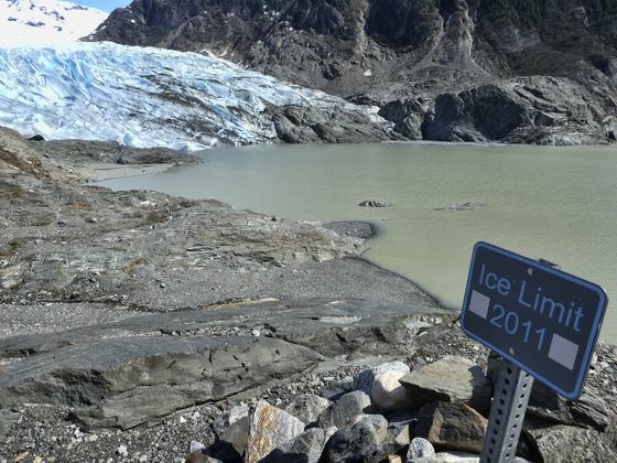 21세기 이후 빙하가 녹는 속도가 두 배나 빨라졌다. 사진은 미 알래스카 멘덴홀 빙하의 모습. AP=연합뉴스