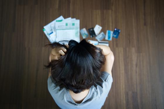 '빚의 굴레'에 빠닌 채무자가 벗어날 방법은 없을까. 사진은 셔터스톡.