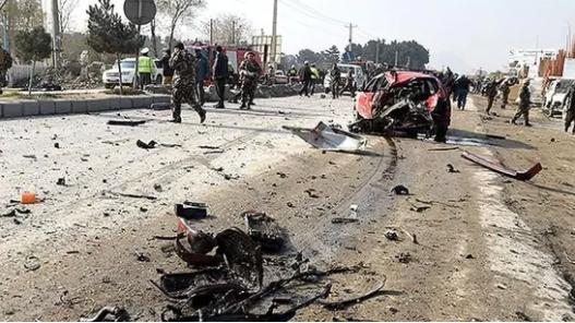 아프가니스탄 동부 로가르주에서 30일(현지시간) 발생한 대형 폭발로 최소 27명이 숨졌다고 고위 관리가 밝혔다. AFP=연합뉴스