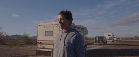 영화 '노매드랜드'는 길 위의 세상으로 여행을 시작하는 한 여성의 삶을 그리고 있다. [사진 월트디즈니컴퍼니 코리아]