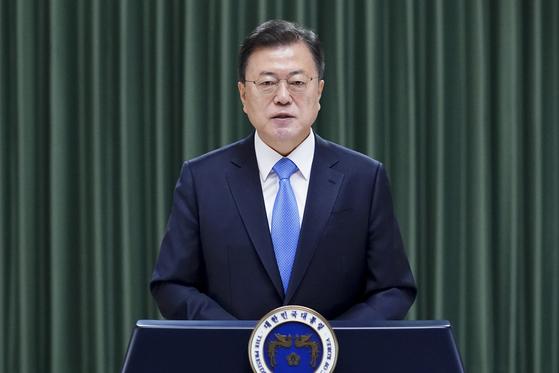 문재인 대통령이 청와대 충무실에서 2일 열린 더불어민주당 임시 전국대의원대회 축사를 영상으로 전하고 있다. 청와대 제공